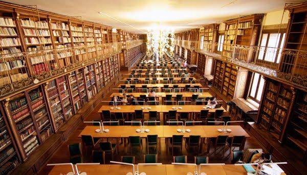 20.- Biblioteca da Facultade de Xeograf°a e Historia 2